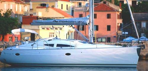Través del Alquiler de Velero Elan 384 en Menorca