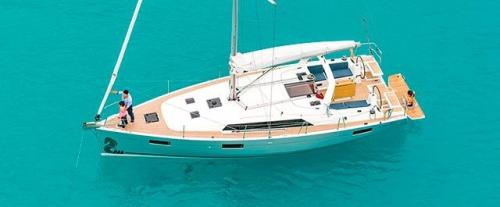 Fondeado el Alquiler de Velero Oceanis 41.1 en Menorca