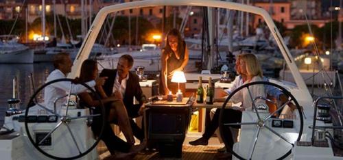 En Puerto el Alquiler Velero Oceanis 48 en Italia