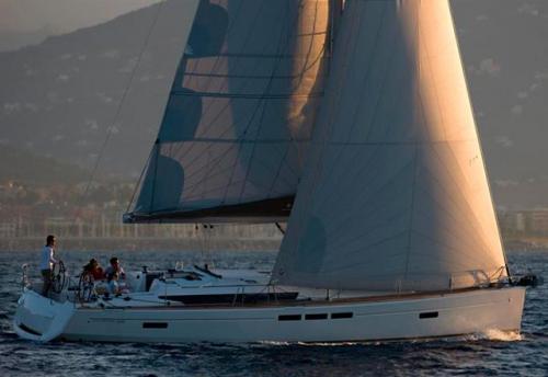 Navegando el Velero de Alquiler Sun Odyssey 519 en Mallorca