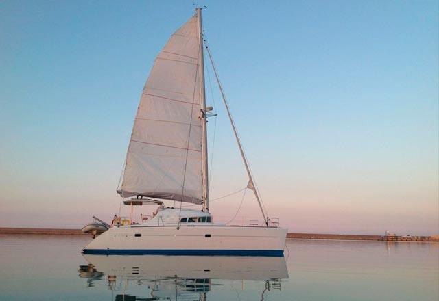 Fondeo del Alquiler de Catamarán Lagoon 410 en Italia