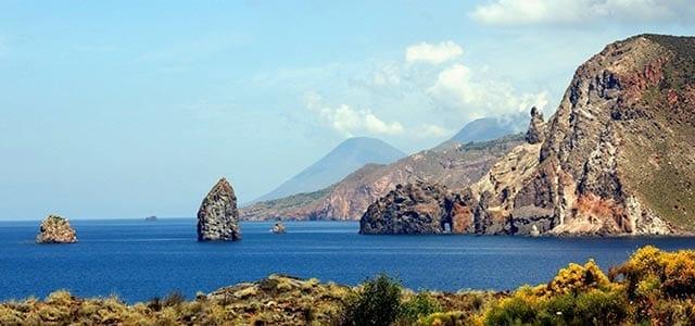 Isla de Lipari en un Viaje de Vacaciones en Velero a Sicilia