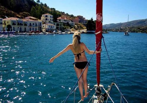 Llegando al Puerto de Stari Grad en un Viaje de Vacaciones en Velero a Croacia