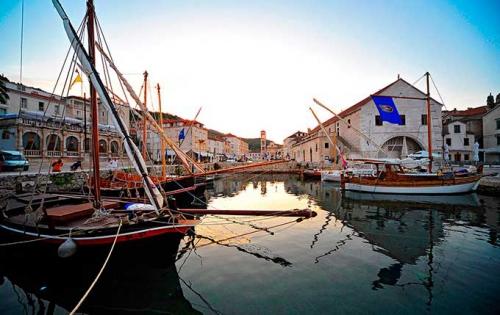 Puerto de Stari Grad