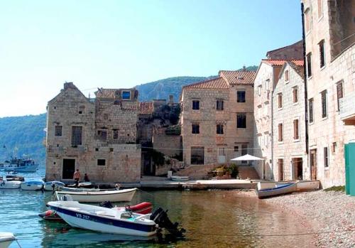 Puerto de Komiza en un Viaje de Vacaciones en Velero a Croacia - Islas de Split