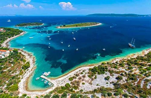 La Laguna Azul en un Viaje de Vacaciones en Velero a Croacia - Islas de Split