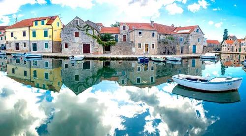 Puerto de Milna para el Viaje de Vacaciones en Velero a Croacia