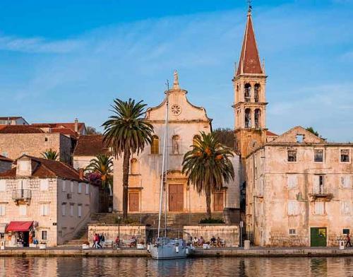 Puerto de Milna en un Viaje de Vacaciones en Velero a Croacia