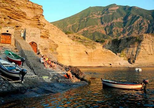 Puerto de Pollara en Navegar en Sicilia