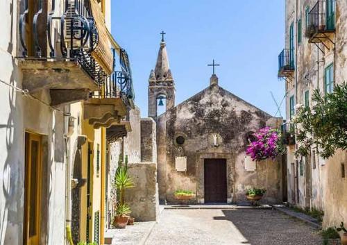 Calle de Lipari en Navegar en Sicilia
