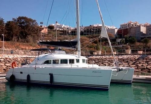 En Puerto del Alquiler de Catamaran Lagoon 38 en Denia