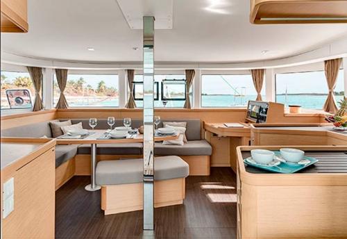 Salón del Alquiler de Catamaran Lagoon 42 en Grecia