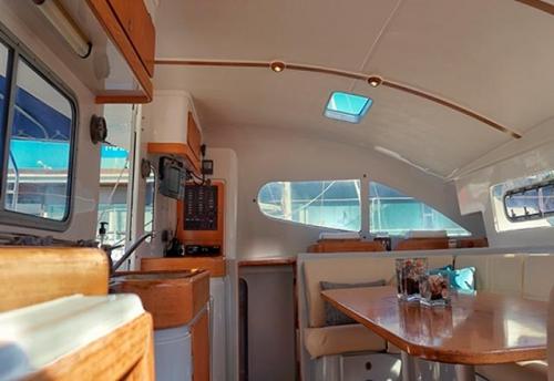 Comedor del Alquiler de Catamaran Nautitech 395 en Denia