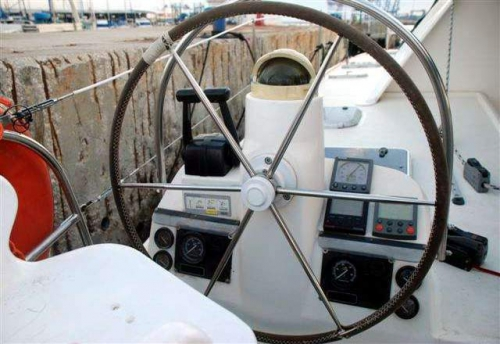 Puesto de Mando del Alquiler de Catamaran Nautitech 395 en Denia