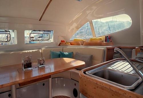 Salón del Alquiler de Catamaran Nautitech 395 en Denia
