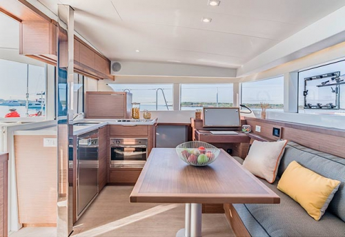 Comedor del Alquiler de Catamarán Lagoon 40 en Grecia