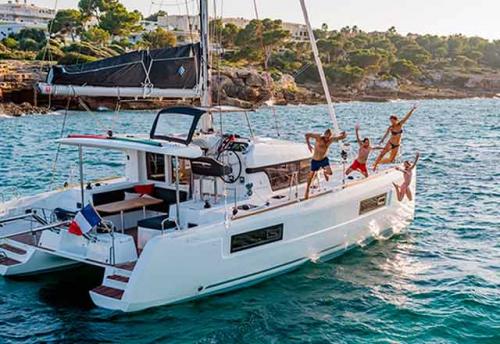 Familia en el Alquiler de Catamarán Lagoon 40 en Grecia