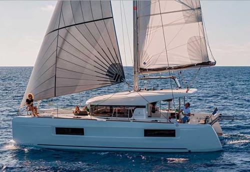 Través del Alquiler de Catamarán Lagoon 40 en Grecia