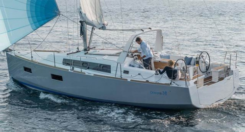 Empopada del Alquiler de Velero Oceanis 38 en Sicilia