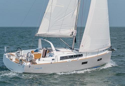 Navegando del Alquiler de Velero Oceanis 38 en Sicilia