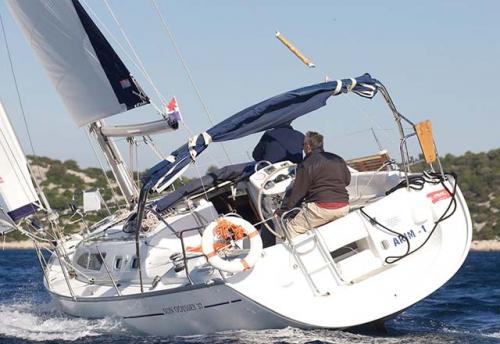 Navegando del Alquiler de Velero SO 37 en Denia