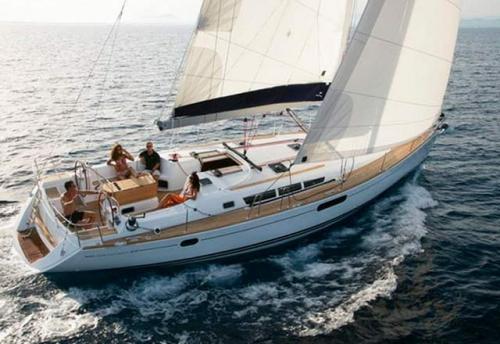 Navegando del Alquiler de Velero SO 42i en Denia