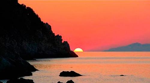 Navegar en Italia en el Atradecer de Elba