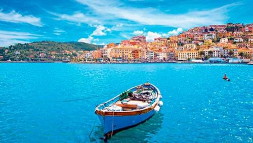 Navegar en Italia en el Puerto de Gigilio