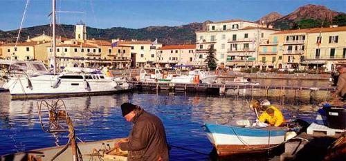 Navegar en Italia con los Pescadores de Portoferraio en Elba