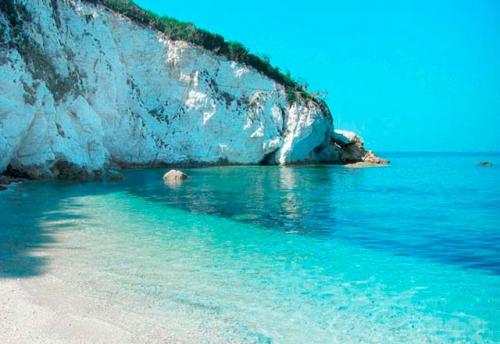 Navegar en Italia en la Playa de Sansone en Elba