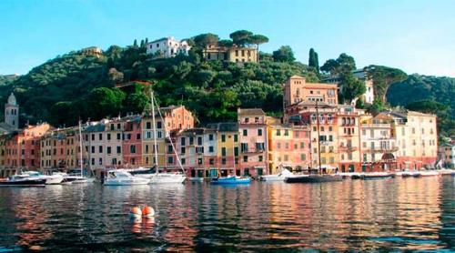Navegar en Italia en el puerto de Porto Azzurro