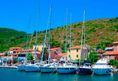 Navegar en Italia en el Puerto de Capraia