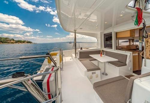 Bañera del Alquiler de Catamaran Lagoon 39 en Mallorca