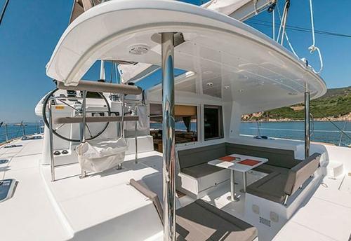 Bañera del Alquiler de Catamaran Lagoon 400 en Menorca