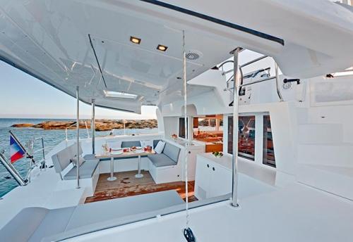 Bañera de Popa del Alquiler del Catamarán 450 en Grecia