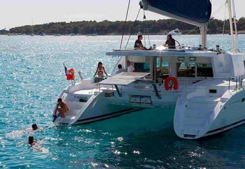 Vacaciones en el Alquiler de Catamarán Lagoon 500 en Italia