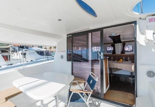 Bañera del Alquiler de Catamaran Lipari 41 en Menorca