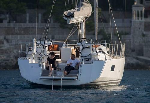 Popa del Alquiler de Velero Jeanneau 54 en Grecia