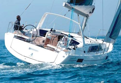 Ceñida del Alquiler de Velero Oceanis 41.1 en Menorca
