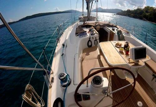 Bañera del Alquiler de Velero Oceanis 43 en Ibiza