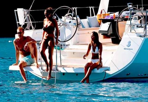 Plataforma de Baño del Alquiler de Velero Oceanis 45 en Italia