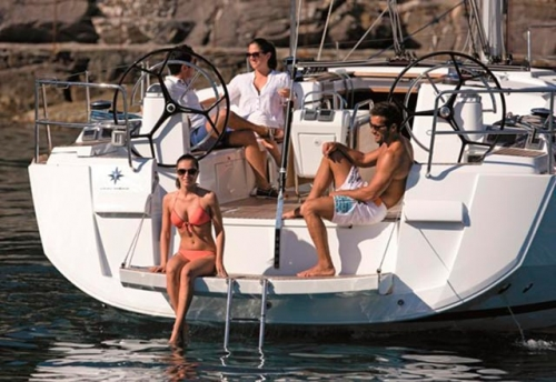Plataforma de Baño del Alquiler de Velero Sun Odyssey 519 en Mallorca