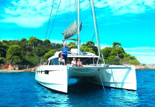 Fondeo en el Alquiler de Catamarán Nautitech 46F en Grecia