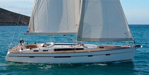Navegando en el Alquiler de Velero Bavaria 56 en Grecia