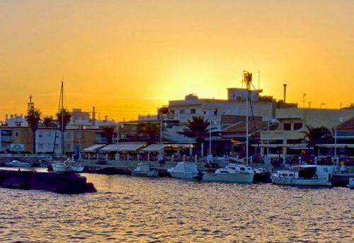 Navegar a Cabo de Palos en un Viaje de Vacaciones en Velero a Murcia