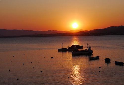 Navegar a La Azohía en un Viaje de Vacaciones en Velero a Murcia