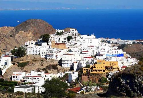 Navegar a Mojácar en un Viaje de Vacaciones en Velero a Almería
