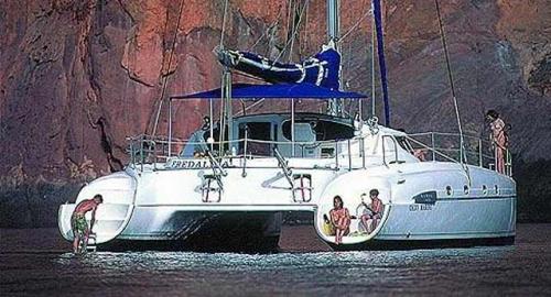 Familia en el Alquiler de Catamarán Bahía 46 en La Manga