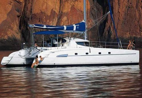 Vacaciones en el Alquiler de Catamarán Bahía 46 en La Manga