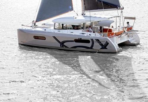 Navegación en el Alquiler de Catamarán Excess 12 en Denia